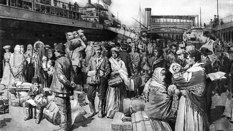 Irish immigrants arriving at a US port in the 1800s